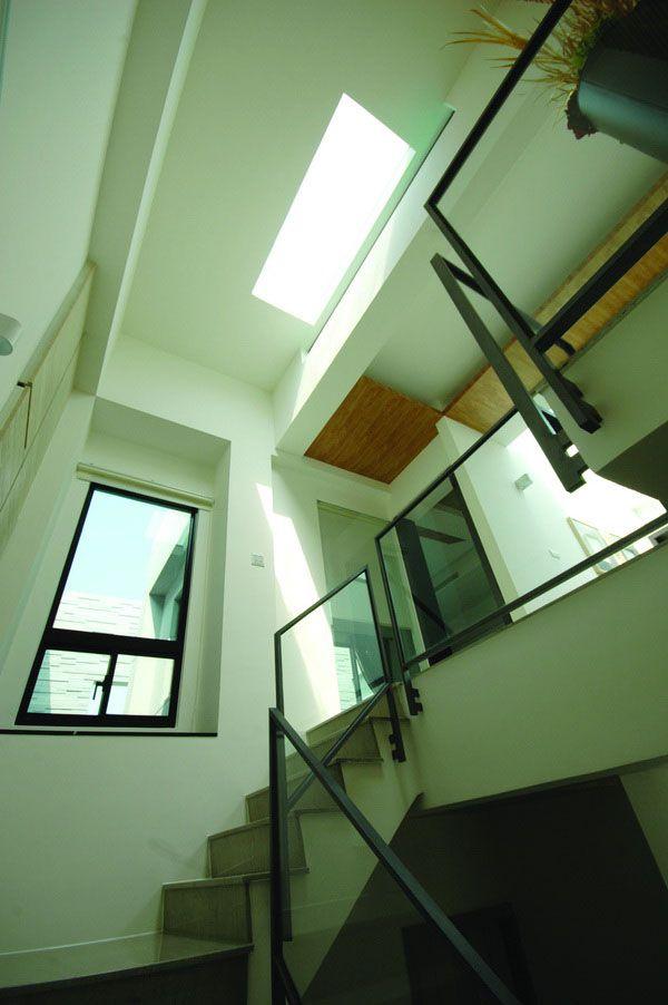室内以多天井和开窗设计来确保不会造成采光的死角